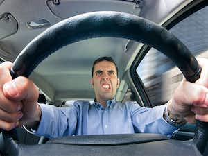 เลือกซื้อ ประกันภัยรถยนต์ จากนิสัยการขับขี่