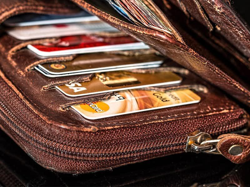 บัตรกดเงินสดในกระเป๋า