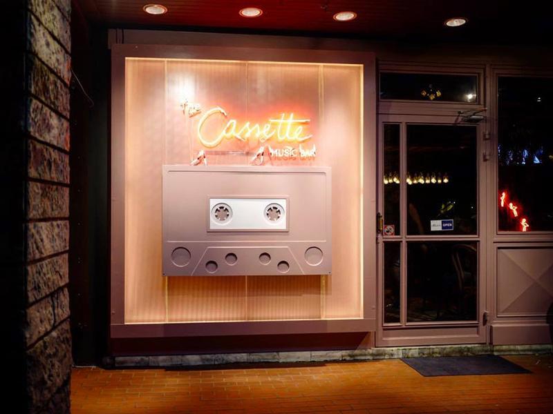 ร้านนั่งชิวทองหล่อ-เอกมัย 7th Street Bar Bistro