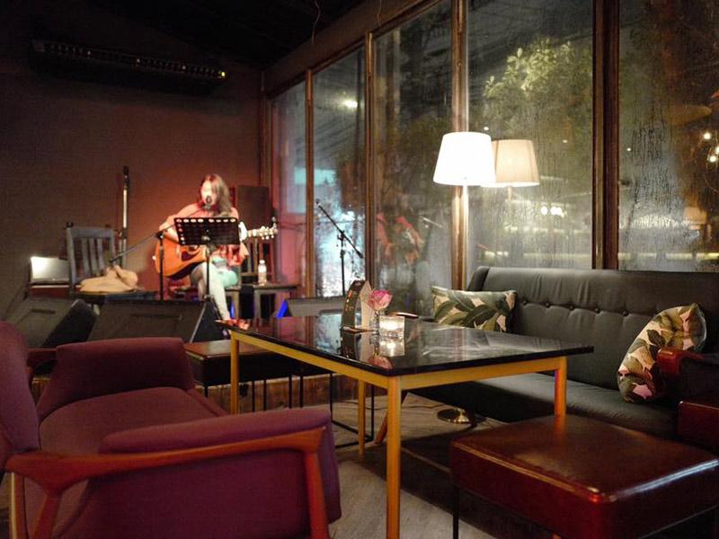 ร้านนั่งชิวทองหล่อ-เอกมัยThe-Cassette-Music-Bar